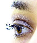 180px-Eye_lashes_with_makeup.jpg